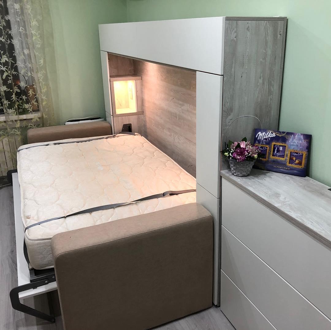 Горизонтальная шкаф-кровать в комнате 15м2